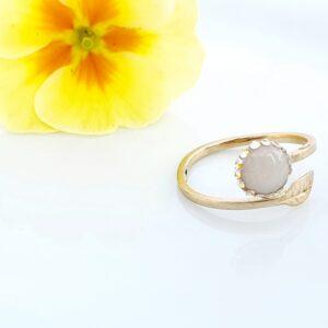 Inel aur cu lapte matern și pietre tip Swarovski