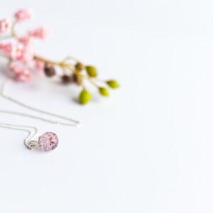 Pandantiv perlă cu inserții din cordon ombilical, prindere tip floare